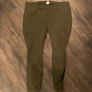 Old Navy Maternity pants size 18 army green/olive